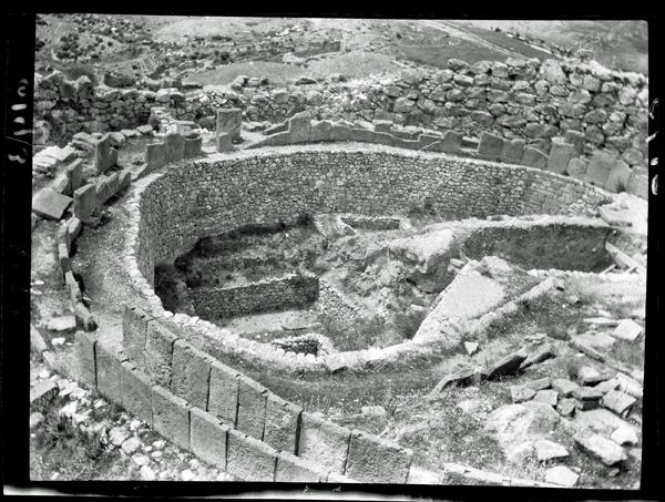 Branding Mycenae: Now and Then Images from Social Media to the BSA SPHS Archive